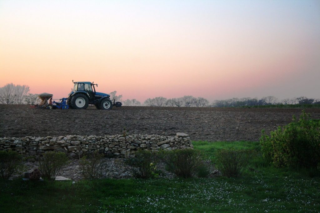 tractor_land